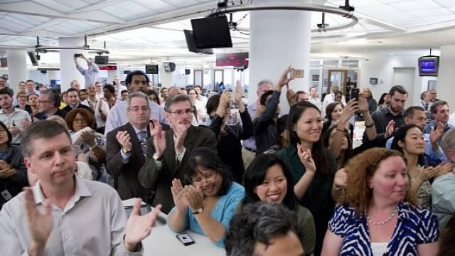 Novináři prý ztrácejí prestiž, ale není to tak jednoznačné. Na snímku novináři agentury AP, kteří byli v letošním 100. ročníku Pulitzerovy ceny oceněni za reportáže o zotročování rybářů v Asii.