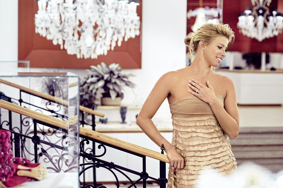 V červenci 2017 se po osmiletém vztahu provdala za italského tour manažera okruhu WTA, šéfa pro styk s turnaji, a bývalého tenistu Fabrizia Sestiniho. Loni se jim narodila dcera.