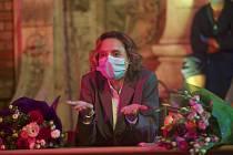 Katia Pascariu jako pranýřovaná učitelka ve filmu Smolný pich