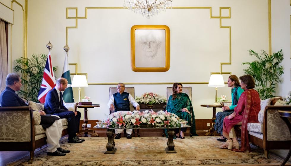 Při setkání s pákistánským prezidentem Arífem Alvím.
