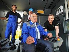 Uvedení velkostroje do provozu, provedl prezident České republiky Václav Klaus.
