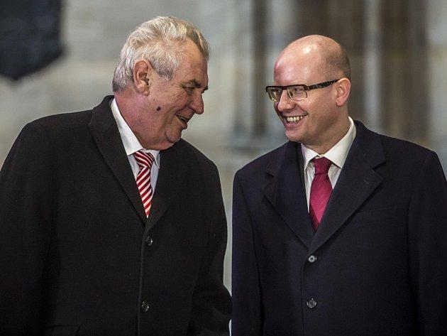 Prezident Miloš Zeman a premiér Bohuslav Sobotka.