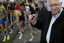 Pražský půlmaraton odstartoval prezident Václav Klaus.