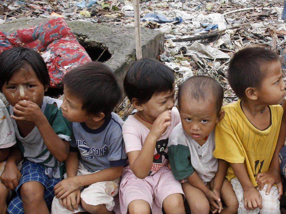 Stále více zahraničních představitelů naléhá na barmskou juntu, aby pustila do země pomoc a humanitární pracovníky.