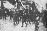 Petrohradští dělníci na demonstraci v lednu 1905