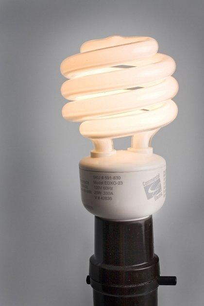 Peking uvede do oběhu 50 milionů dotovaných úsporných žárovek.
