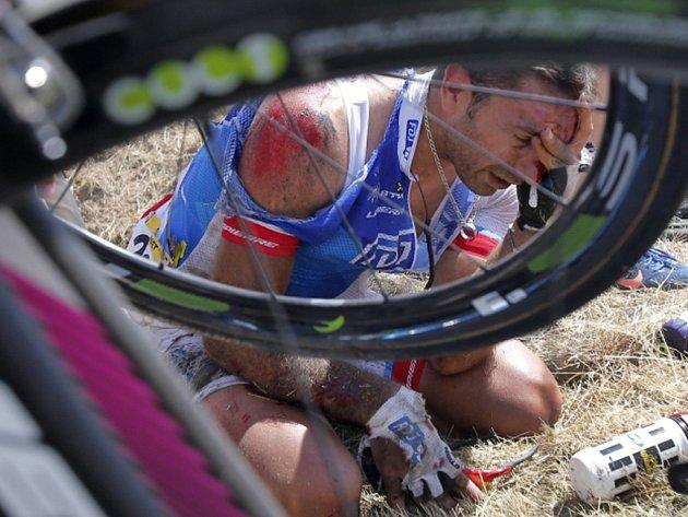 Potlučený William Bonnet po pádu na Tour de France.