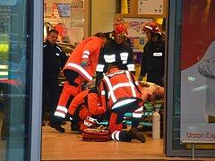 V Polsku pobodal muž v nákupním centru osm lidí.