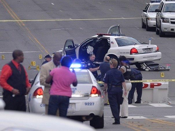 Policie zastřelila ženu po honičce od Bílého domu ke Kongresu.