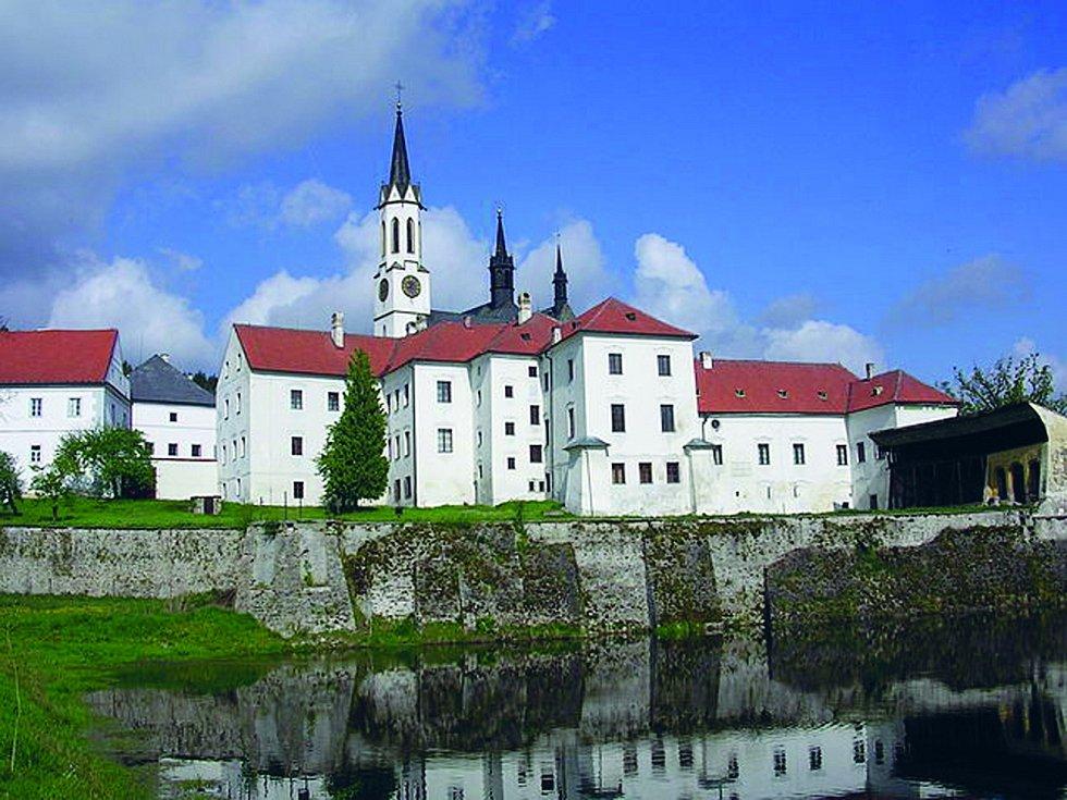 Ve Vyšším Brodě je jediný fungující mužský cisterciánský klášter v České republice.