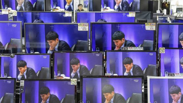 Umělá inteligence opět potvrdila převahu nad člověkem. Superpočítač s programem AlphaGo, který vyvinul Google, poprvé porazil šampiona v asijské deskové hře Go.