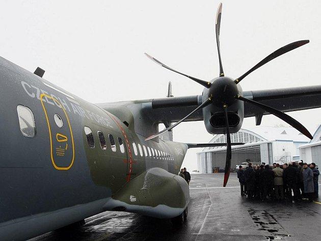 Taktický transportní letoun CASA C-295M.