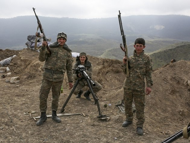 Znesvářené strany arménsko-ázerbájdžánského konfliktu kolem Náhorního Karabachu se dnes opět vzájemně obvinily z nedodržování příměří.