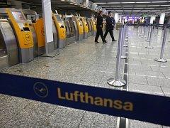 Poloprázdné letiště ve Frankfurtu.