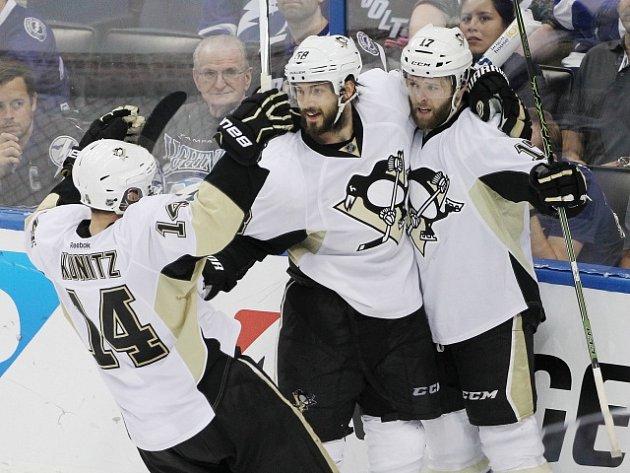 Hokejisté Pittsburghu zvítězili v semifinále play off NHL na ledě Tampy 5:2 a vyrovnali stav série na 3:3.