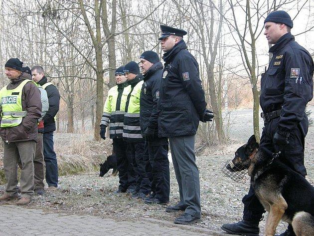 Už tři dny pátrají zlínští policisté po šestasedmdesátileté Ireně Rumanové ze zlínské části Kostelec. Po paní pátrá několik desítek policistů včetně psovodů.