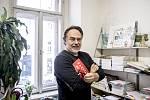 Joachim Dvořák z nakladatelství Labyrint a redakce Rakety poskytl 12. prosince v Praze rozhovor Deníku.