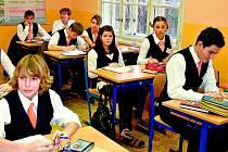 Školní uniformy ještě stále nejsou v České republice často vídaným znakem školy.