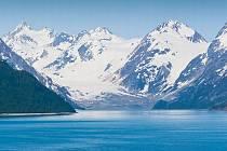 Aljaška je zemí mnoha divů. Při výjezdu ze zátoky Chilkat Inlet do fjordu Lynn Canal třeba narazíte na přírodní fenomén: Sladká voda řeky ústící do zátoky se nepromíchává se slanými vodami oceánu.