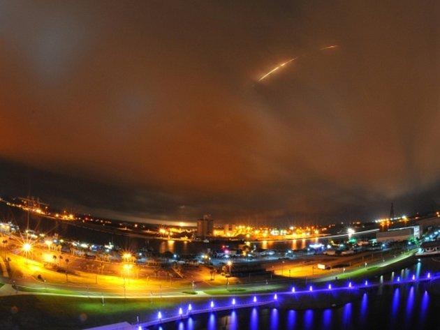 Bezpilotní raketa americké soukromé společnosti SpaceX se při pátečním zkušebním letu v Texasu sama zničila explozí, když se parametry letu odchýlily od předpokladů. Ilustrační foto.