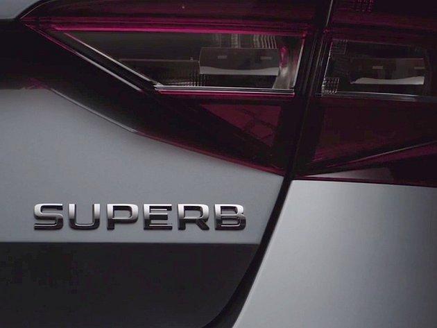 Nová Škoda Superb na prvním videu.
