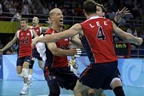 Volejbalisté USA se radují z postupu do olympijského finále.