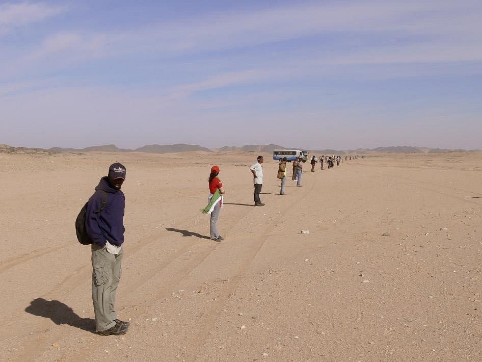 """Očití svědci uvedli, že viděli jasnou ohnivou kouli poblíž Almahata Sitta, což je arabský výraz pro """"nádraží šest"""", pouštní železniční stanici v Súdánu"""