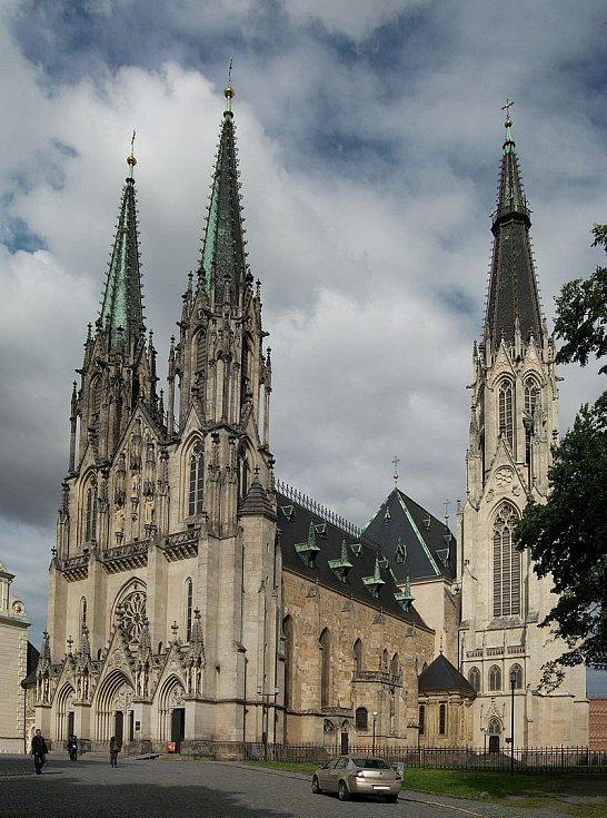 Dnešní vzhled olomoucké Katedrály sv. Václava, v jejímž sousedství byl Václav III. zavražděn