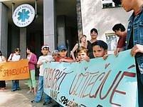 Snímek z demonstrace proti nechtěným sterilizacím.