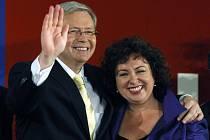 Kevin Rudd se svojí ženou Therese Reinovou slaví volební úspěch.