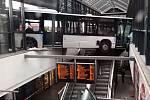 Pozoruhodná nehoda kloubového autobusu na hamburském nádraží
