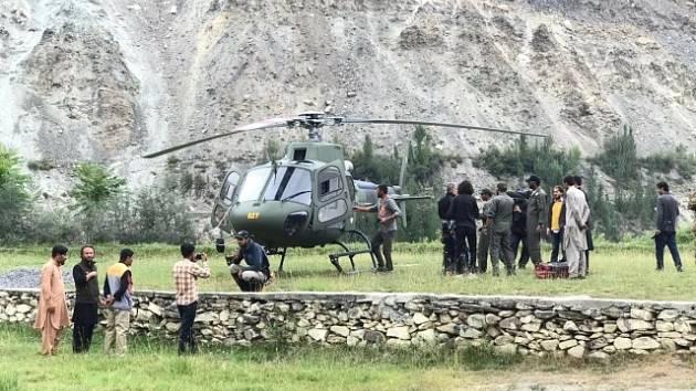 Pákistánští záchranáři čekají na možnost vyproštění dvou českých horolezců a Pákistánce.