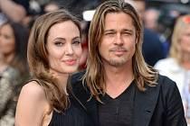 Angelina Jolie se poprvé ukázala na veřejnosti po odstranění prsů.