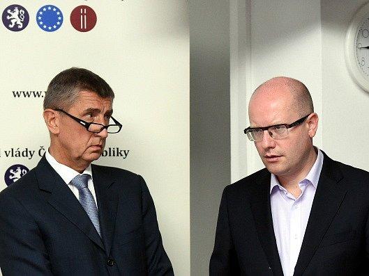 Výjezdní zasedání vlády v Ostravě. Zleva ministr financí Andrej Babiš a premiér Bohuslav Sobotka před začátkem tiskové konference.