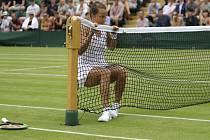 Česká tenistka Barbora Strýcová se zastavuje o síť