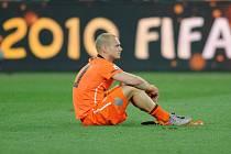 Smutný Wesley Sneijder po prohraném finále MS proti Španělsku.