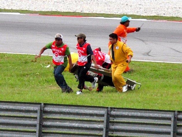 Po tragické nehodě v Grand Prix Malajsie zemřel motocyklista Marco Simoncelli.