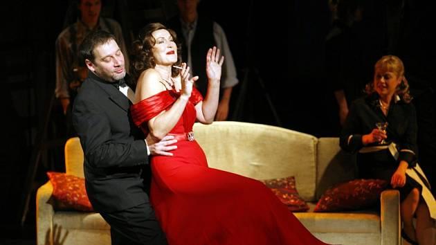 Zkouška představení Hádej, kdo přijde s Tomášem Töpferem (vlevo) a Eliškou Balzerovou (vpravo) konala se 17.prosince 2007 v Divadle na Fidlovačce v Praze.