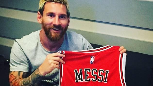 Lionel Messi s dresem Chicaga Bulls.