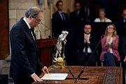Katalánská vláda Quima Torry skládá přísahu, žlutá je barva separatistů