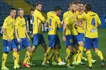 Fotbalisté Zlína se radují z gólu proti Jablonci.