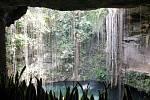 Přírodní studna Cenote Ik-Kil v Chichén Itzá