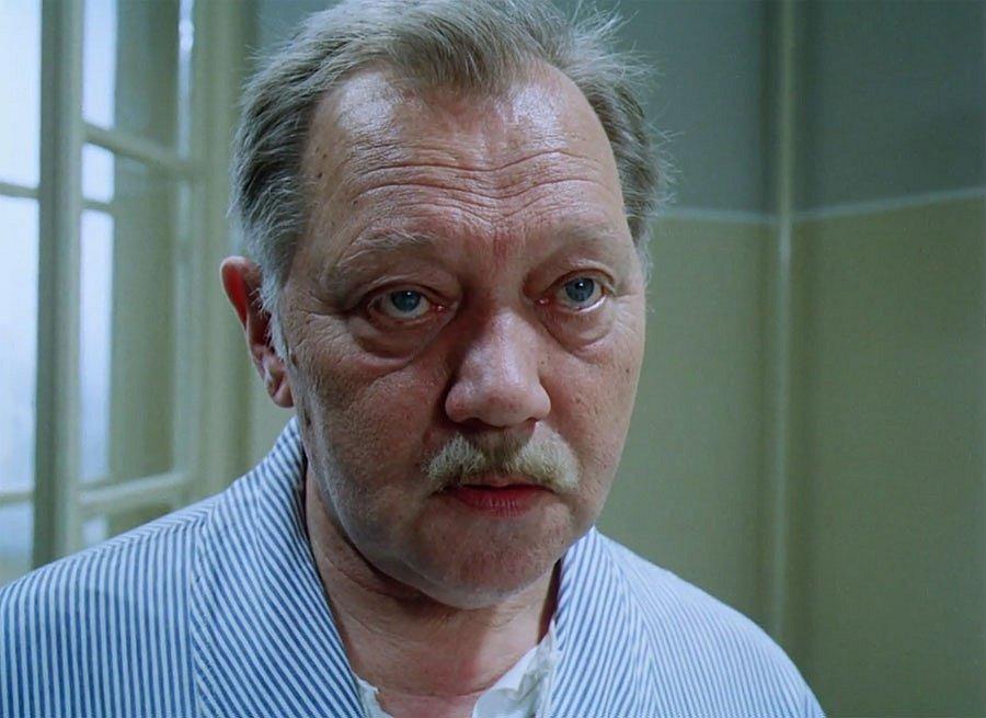 Rudolf Hrušínský ve filmu Pozor vizita.