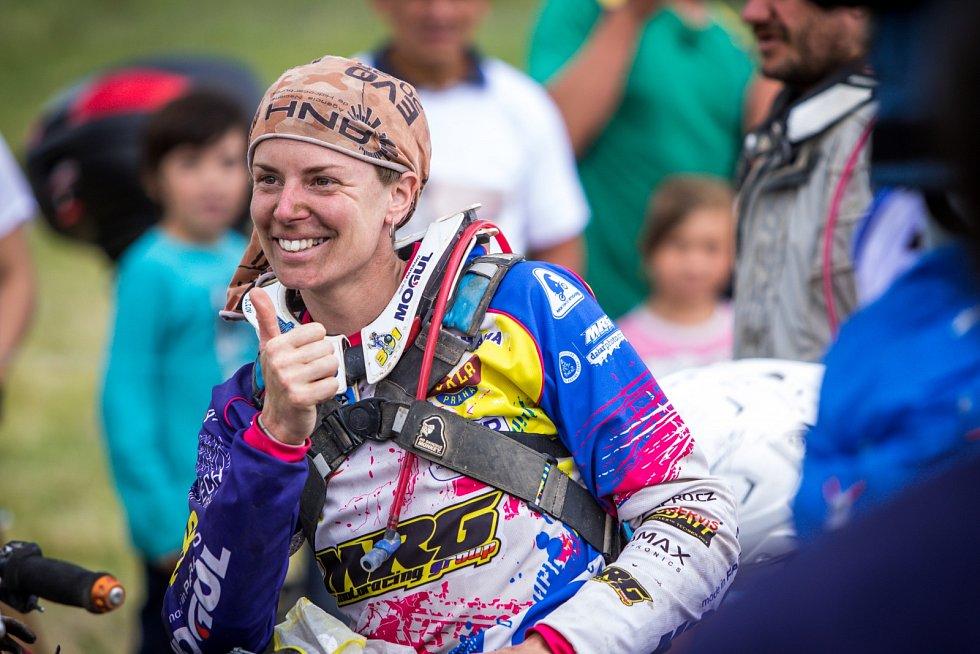 """Olga """"Ollie"""" Roučková jako první Češka dokončila Dakar."""
