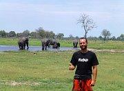 Slávek Král mezi slony.
