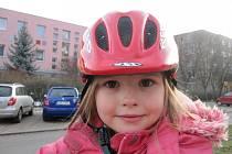 Přilba je při jízdě na kole nutností, u dětí obzvlášť