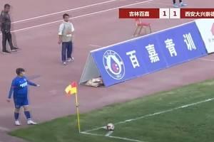 He Shihua vyřešil problém se zápasovou vytížeností svého syna jednoduše. Koupil celý klub.