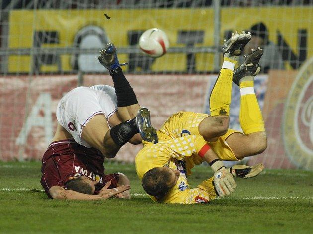 Libor Došek v akci během ligového duelu Sparty s Kladnem.