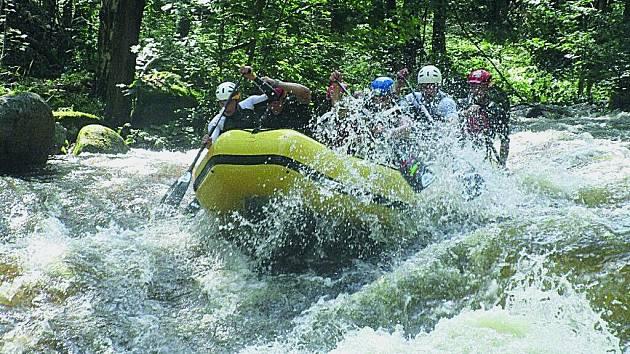 Čertovy proudy na Vltavě. Nejstrmější anejdivočejší úsek Vltavy zvládnou jen zkušení vodáci.
