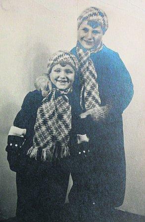 Pan Lederer na archivní fotce (vlevo).